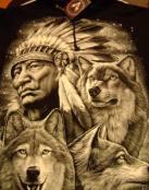 Varios lobos junto a un indio