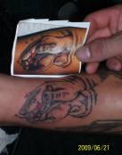 Tatuaje de manos sangrantes