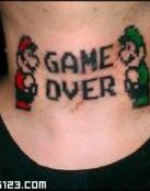 Game over tatuado en la nuca
