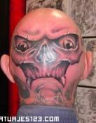 Cara de esqueleto en la nuca