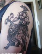 Vikingo acompañado de un perro de guerra