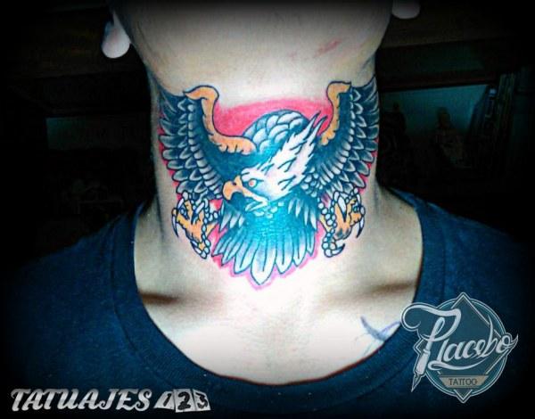 Aguila en cuello