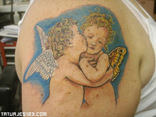 Ángel besando a otro