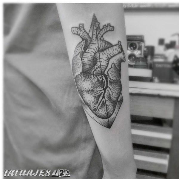 Corazón puntillismo