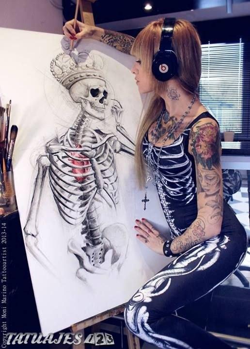 Esqueleto con corona