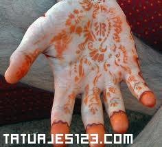 Henna en las manos