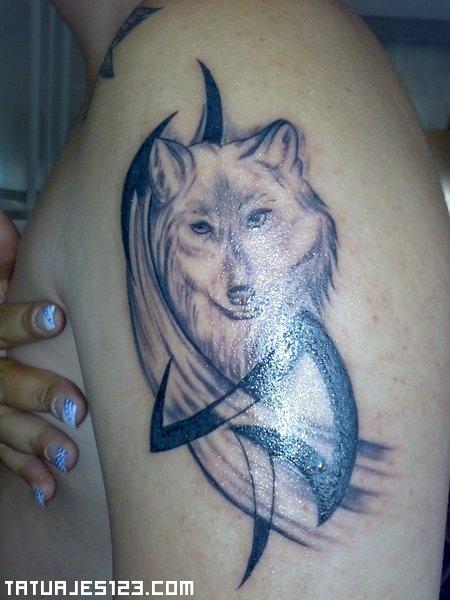 Diseño de lobo ya tatuado