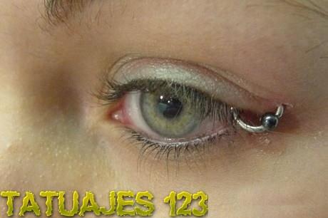 Piercing en el rabillo del ojo