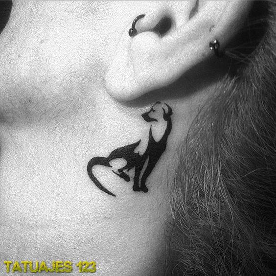 Preciosa silueta tatuada
