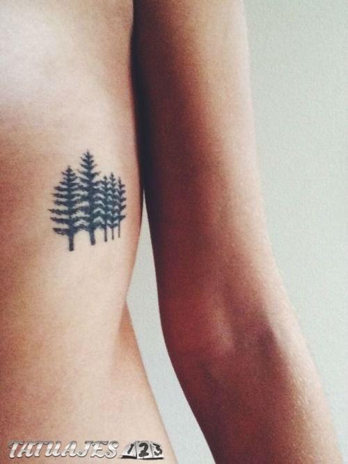 Árboles tatuados en el costado