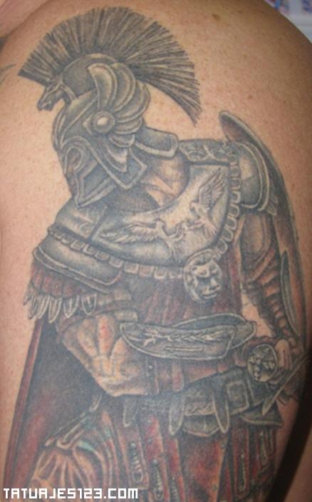 Guerrero Vikingo Con Imponente Armadura Tatuajes 123
